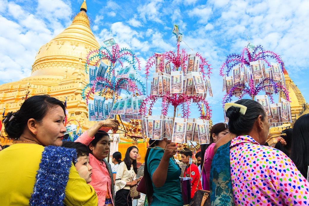 Shwezigon Pagoda Festival