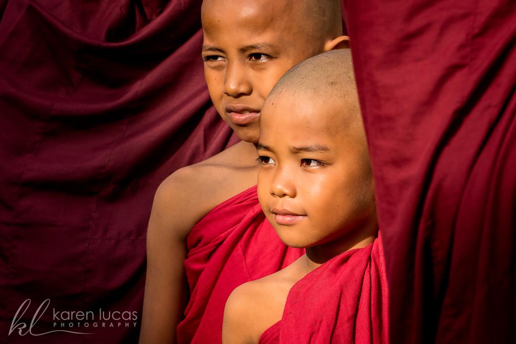 Shwezigon Pagoda Festival by Simona Craparotta
